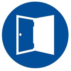 Mantener ventanas y puertas abiertas, con objeto de ventilar y permitir que se diluyan los agentes tóxicos.